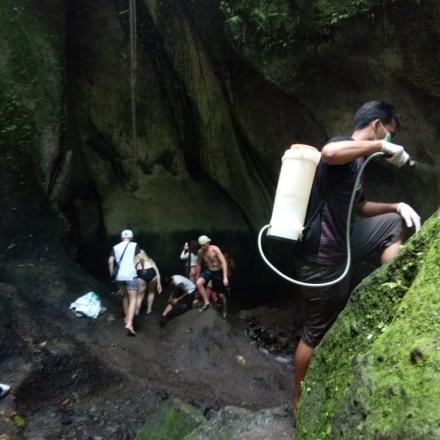 Penyemprotan Disinfectan di Tukad Cepung Waterfall
