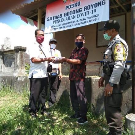 Penyerahan Bantuan Pemerintah Desa Tembuku