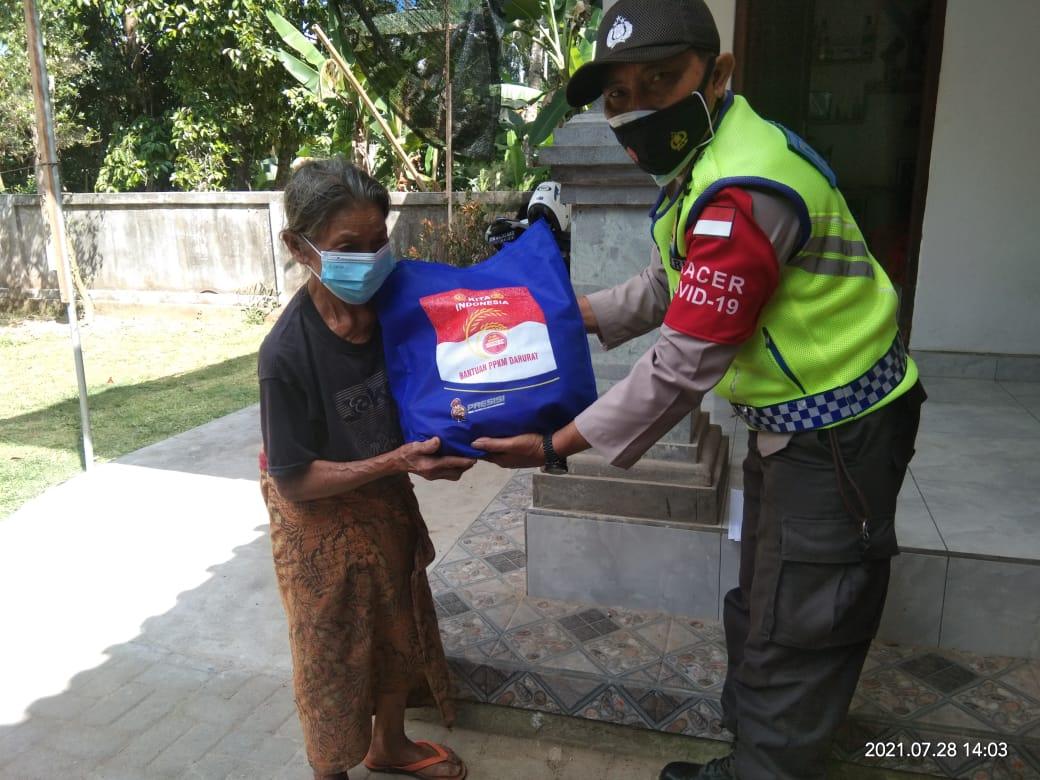 Penyaluran Bantuan Sembako Dari Kepolisian RI Untuk Warga YangTerdampak PPKM Darurat